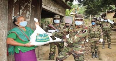 কুড়িগ্রামে কর্মহীন মানুষদের খাদ্য সহায়তা দিয়েছে সেনাবাহিনী