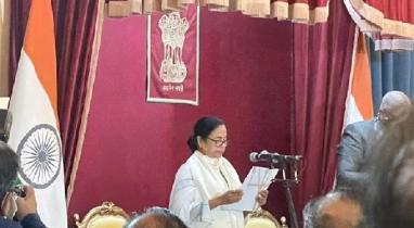 মুখ্যমন্ত্রী হিসেবে শপথ নিলেন মমতা ব্যানার্জী