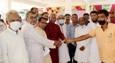 গোপালগঞ্জের কোটালীপাড়ায় ৩০৩ টি দুর্গাপূজা মন্ডপে প্রধানমন্ত্রীর অনুদান প্রদান