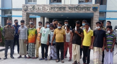 সিরাজগঞ্জে অভিযান চালিয়ে ১১ ছিনতাইকারীকে আটক করেছে পুলিশ