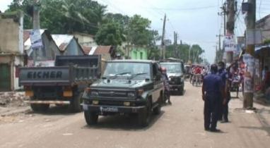গাইবান্ধায় কঠোর লকডাউন বাস্তবায়নে তৎপর রয়েছে প্রশাসন ও আইন-শৃঙ্খলা বাহিনী