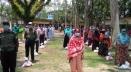 আনসার ভিডিপি`র মাঝে ঈদ উপহার বিতরণ করা হয়েছে মোহনগঞ্জে