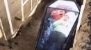 মাটির তলায় কফিনবন্দী হয়ে ৫০ ঘণ্টা কাটালেন এক বিখ্যাত ইউটিউবার