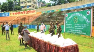 সেনাবাহিনীর উদ্যোগে খাদ্যসামগ্রী বিতরণ করা হয়েছে রাঙামাটিতে